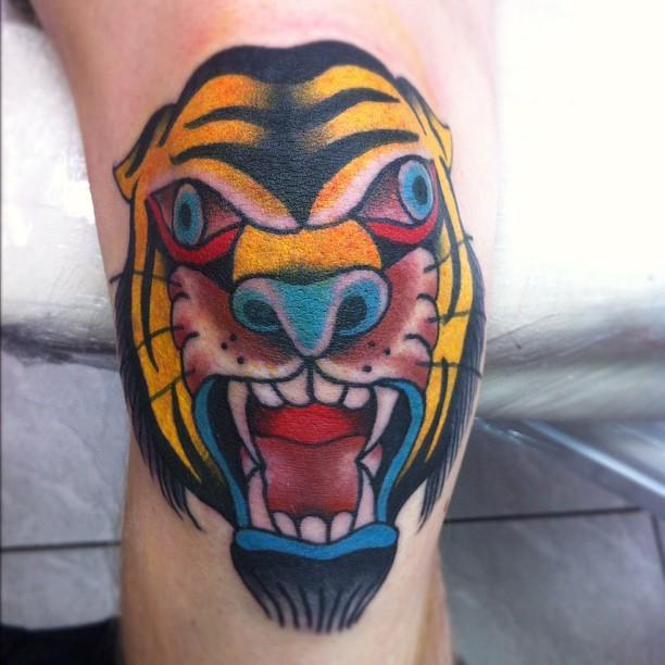 Tiger Kneecap