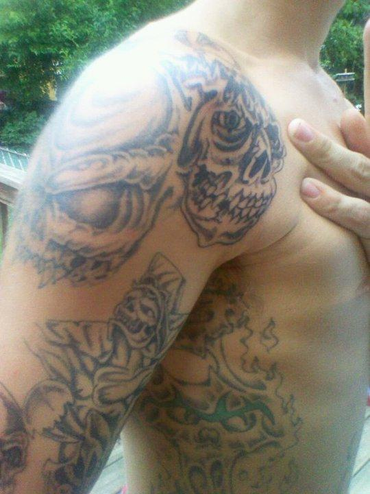 arm tats skull
