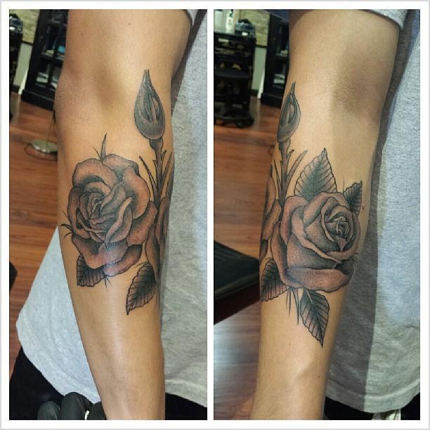 blackngrey rose