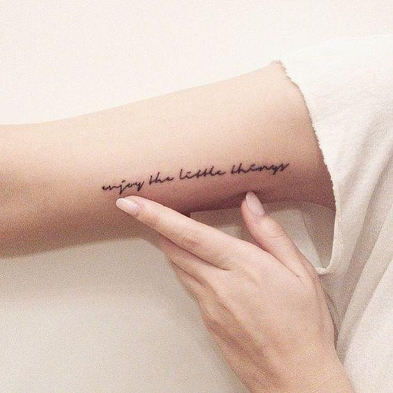 tatuajes letras en el brazo.jpg
